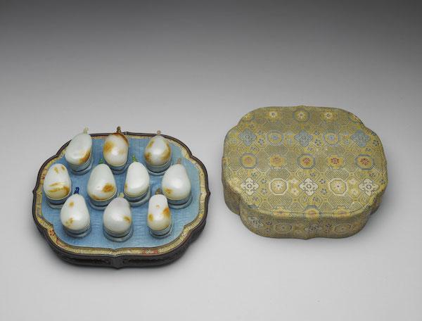 清 十八世纪 玉瓜鼻烟壶(一组十件) 全高6.9公分