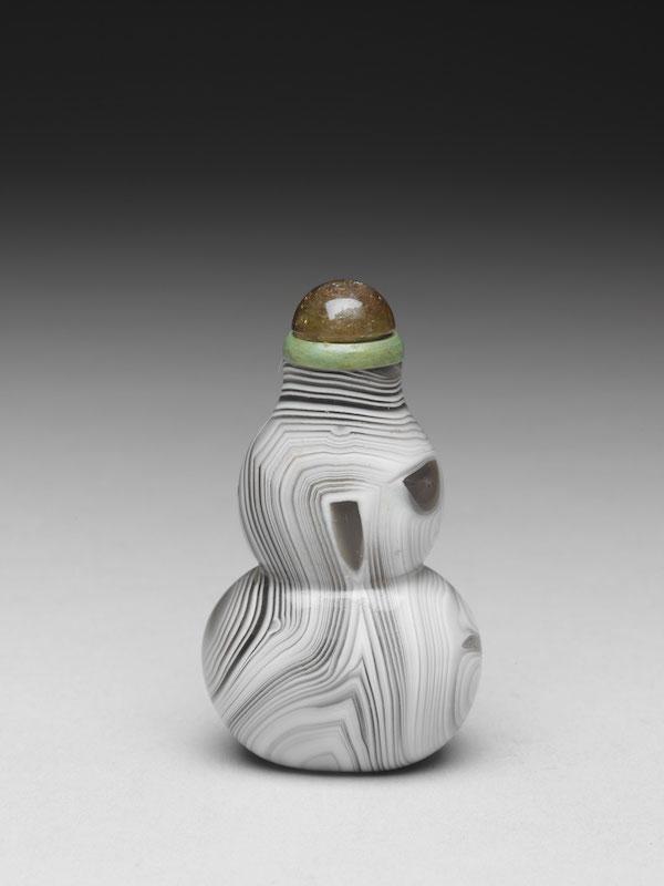 清 十八/十九世纪 缠丝玛瑙葫芦鼻烟壶高6.6公分、宽3.8公分
