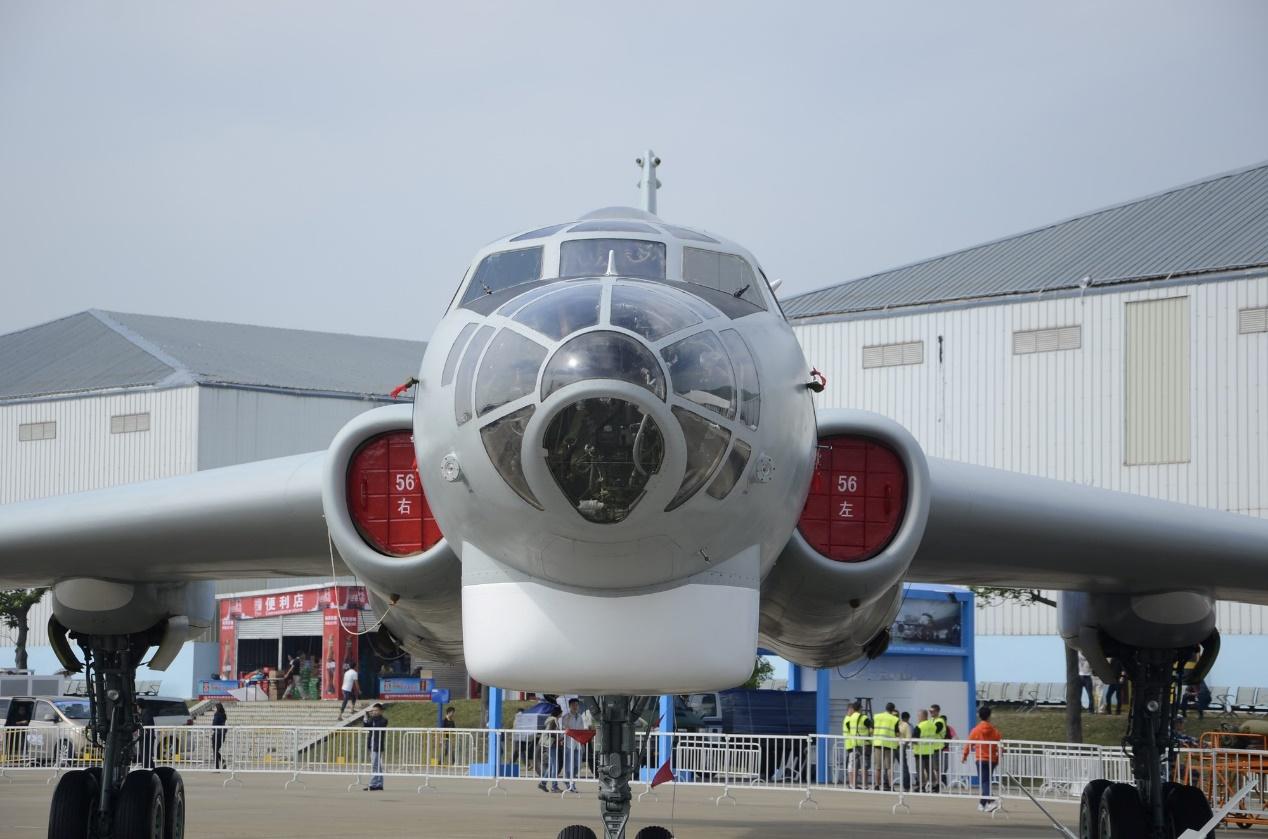 珠海航展上展示的轰-6M轰炸机