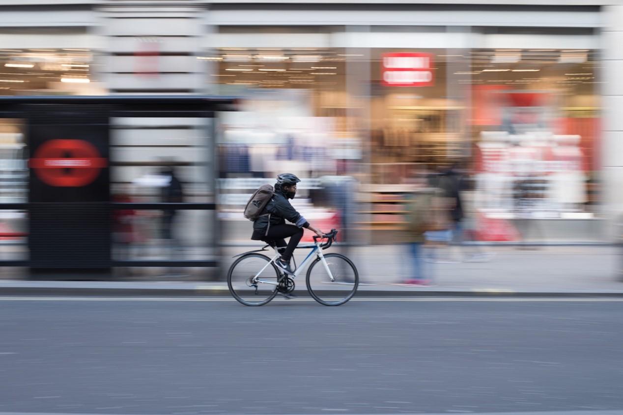 """疫情之后,英国将推行""""自行车革命"""",试图改变人们的出行方式。图片来自Unsplash"""