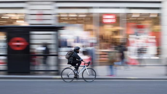 """全球城市观察︱英国将投入20亿英镑,推动""""自行车革命"""""""