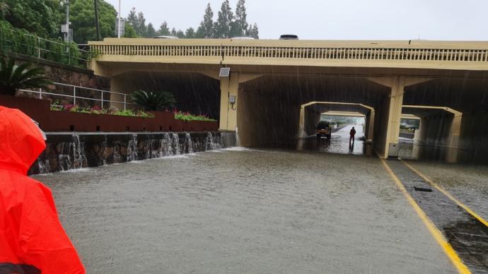 """""""黑格比""""来袭后上海有道路下立交出现积水,部分已恢复通行"""