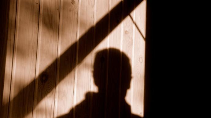 央视评男教师10年猥亵20余名男生:法律会惩治罪恶