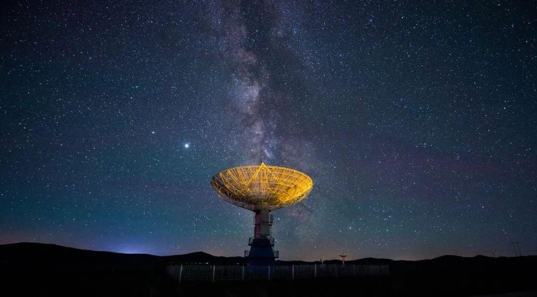 明安图观测基地拍摄的星空 连振/摄