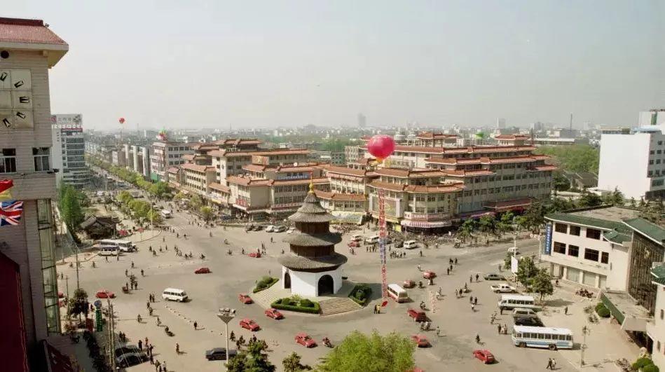 20世纪80年代,扬州市中心的文昌阁。 图片来源于网络
