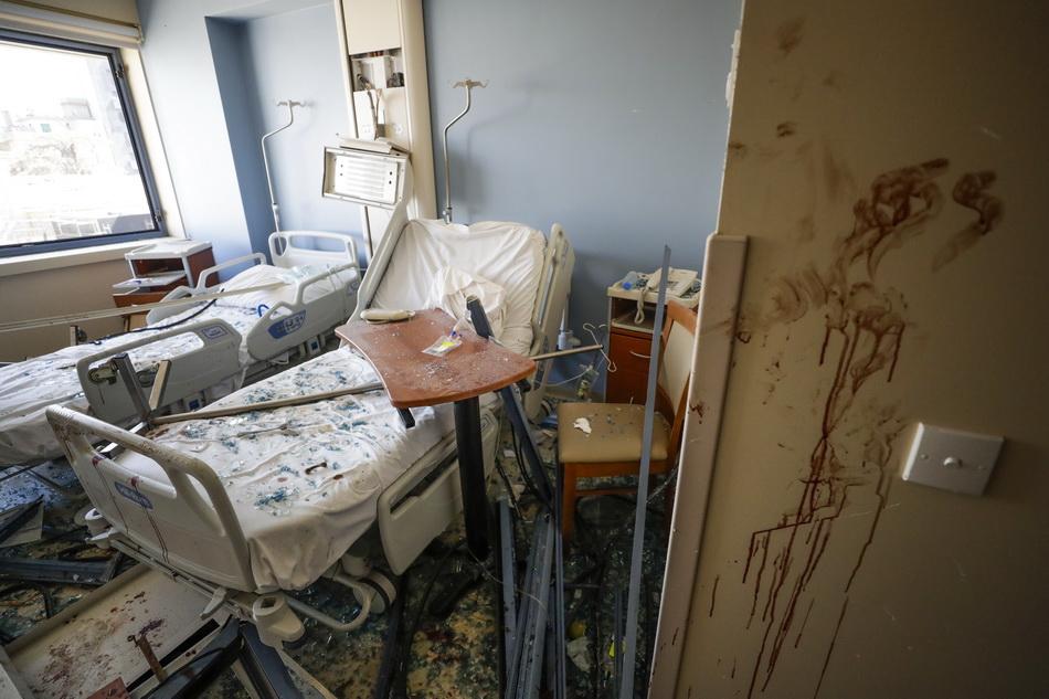 在爆炸中被损毁的医院。