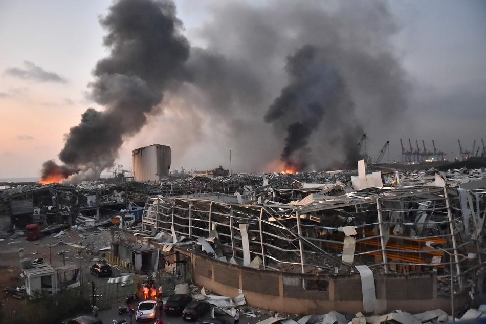 贝鲁特省长形容爆炸是堪比日本的广岛、长崎核爆的国家灾难。