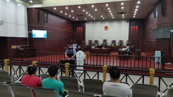 湖北十堰一女子因提前下车遭拒抢夺客车方向盘,获刑3年
