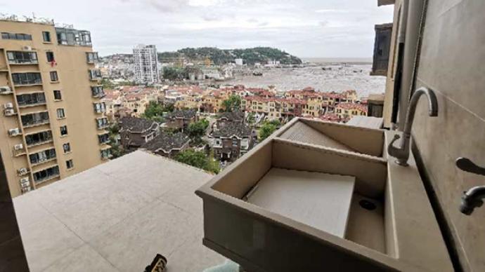 臺風夜墜亡女子丈夫:我聽見響動出來一看,她連人帶窗都沒了