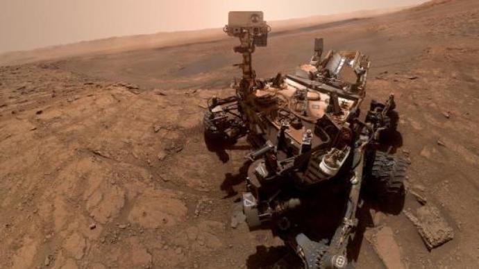 """NASA公布8张火星""""明信片"""",庆祝好奇号登陆火星8周年"""