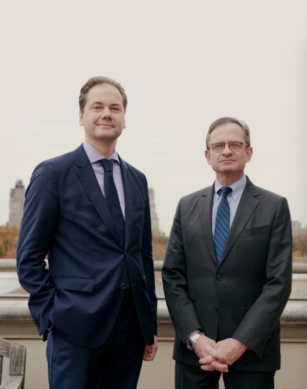 大都会首席执行官丹尼尔·韦斯(右)和 馆长麦克斯·霍莱因(左)