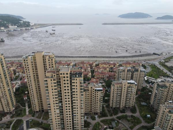 渝汇蓝湾国际小区面朝大海。本文图片均为澎湃新闻记者 杨亚东 摄