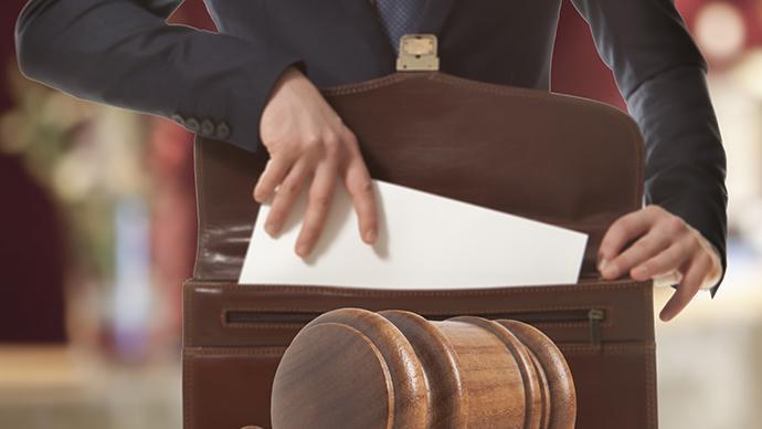 律师未按时为委托人代缴预交受理费,致案件按撤诉处理被处分