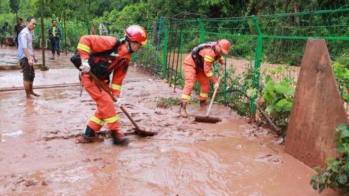云南普洱强降雨引发山洪泥石流,已致1人死亡、11人被困