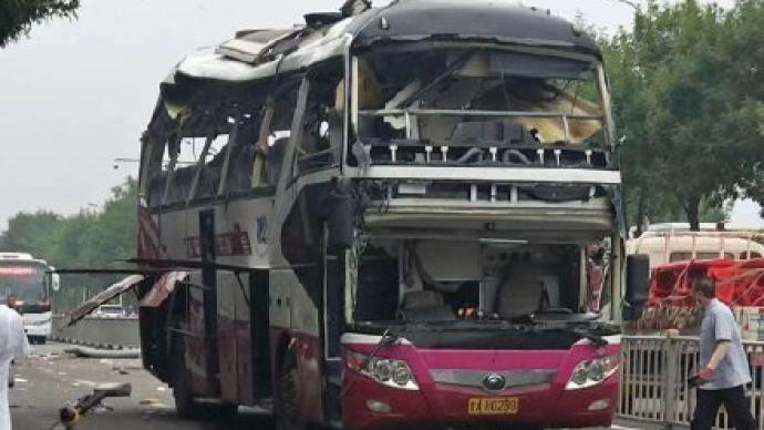 济南爆炸客车初判为车内设备故障引发自爆,受伤人员已送医