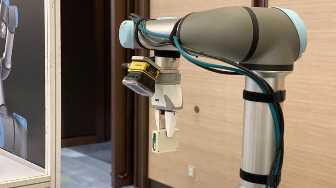 """拉花機器人、""""無水""""造紙機,進博會這些新裝備給你""""好看"""""""