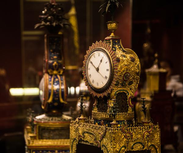 清乾隆铜镀金珐琅三人献寿钟