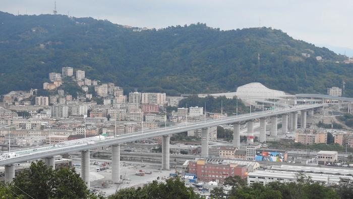 意大利热那亚圣乔治桥,替代了大约两年前在一场暴风雨中倒塌的莫兰迪桥。