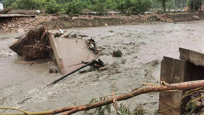 陜西洛南縣暴雨洪澇災害已致5人死亡10人失蹤