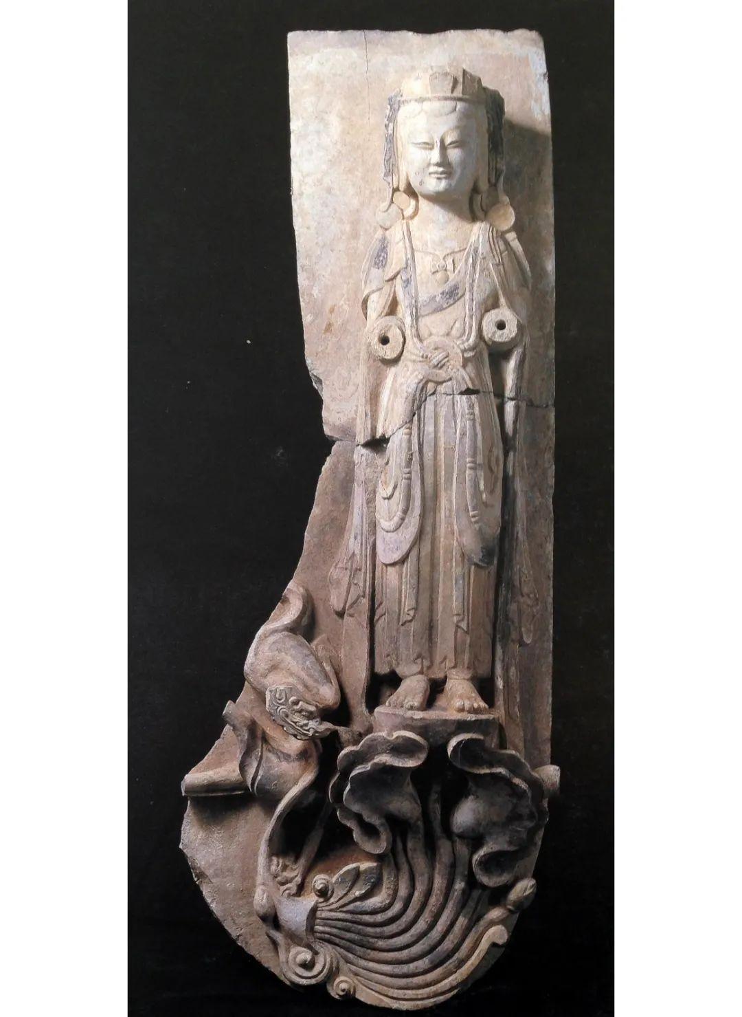 图7 山东青州龙兴寺出土东魏彩绘石雕菩萨