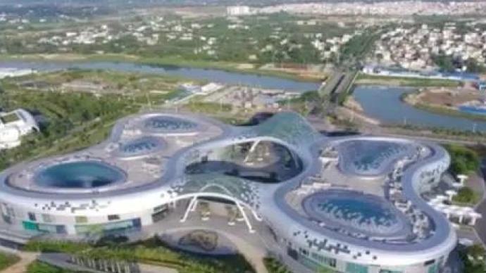 海南免稅店一個月賣出24.9億:店鋪排長隊,機場增提貨口