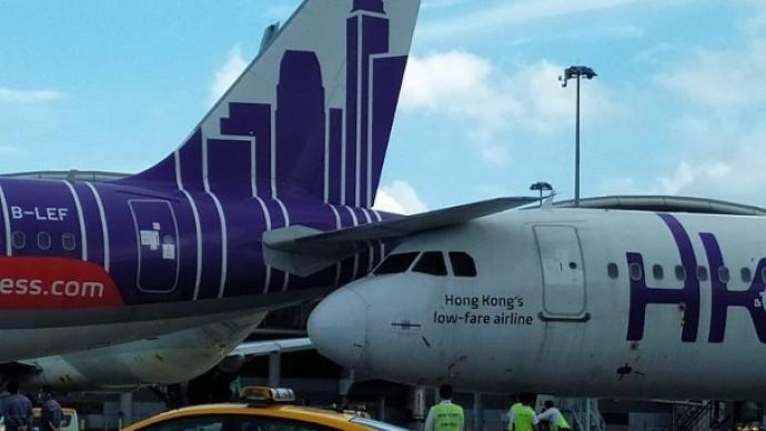 """香港快運發生嚴重事故:兩客機""""機頭撞機尾"""",無人受傷"""