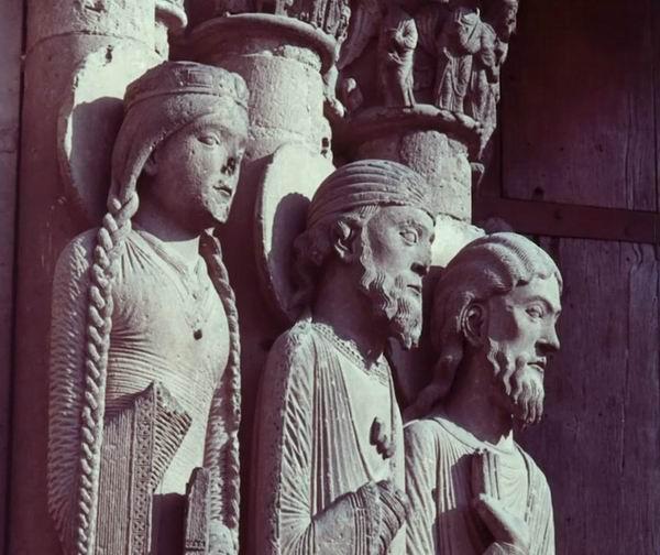 沙特尔大教堂中的雕塑