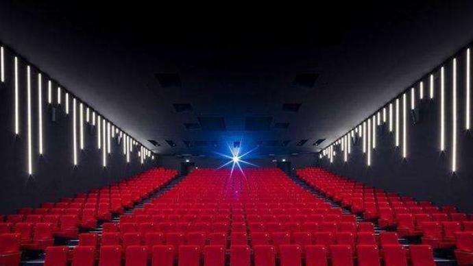 北京影院14日起上座率上限调至五成,超两小时影片不再暂停