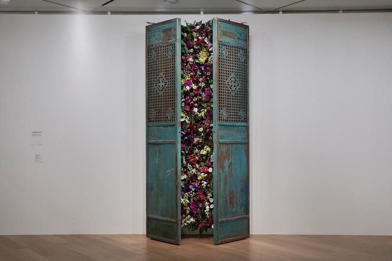 艾敬《每一扇门里都有鲜花》装置2012