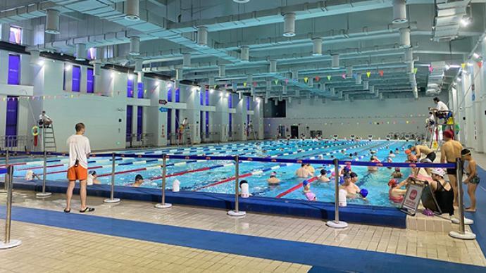 """""""哪怕只有一个人,救生员也全部在岗"""",探访上海夏季游泳馆"""