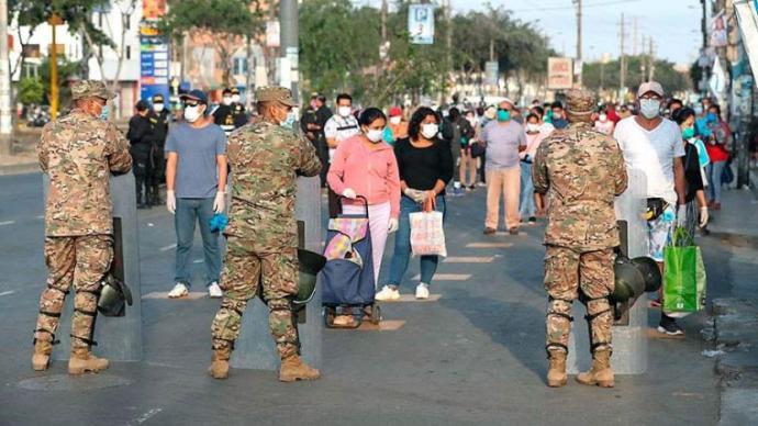 秘鲁累计确诊病例逾50万,已有400名警察因感染而离世