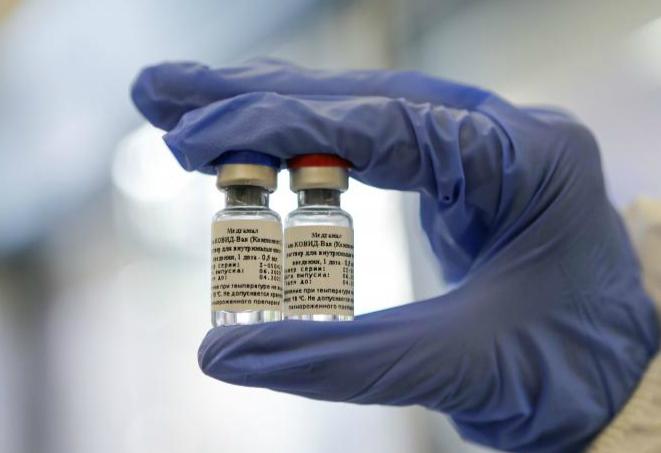 """俄罗斯推出代号""""卫星-V""""(Sputnik V)的新冠疫苗。"""