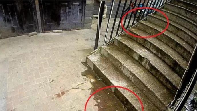 杭州一小区有人高空抛粪砸中外卖小哥:无监控,警方喊话整楼住户