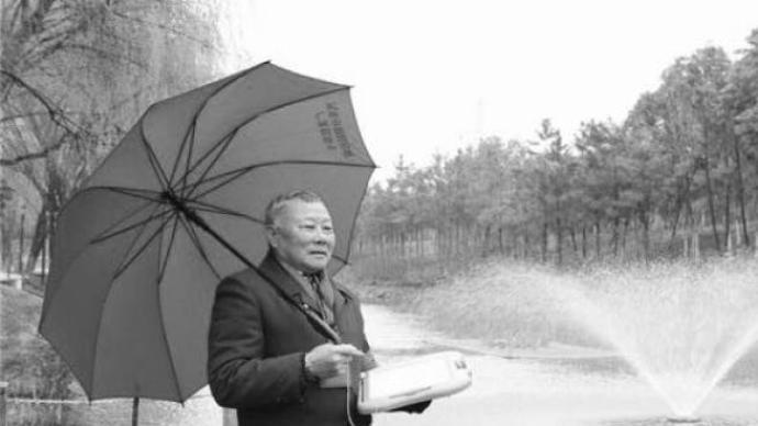 """杭州""""无声河长""""张海清因病去世,为巡河写坏13块写字板"""