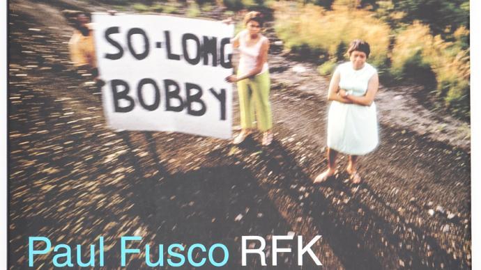 攝影好書|《RFK》:人們沉默或行禮,眼里凝結期待與哀傷
