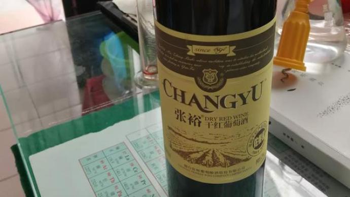 """""""張裕葡萄酒中喝出葡萄皮""""成""""羅生門""""?顧客廠家各執一詞"""
