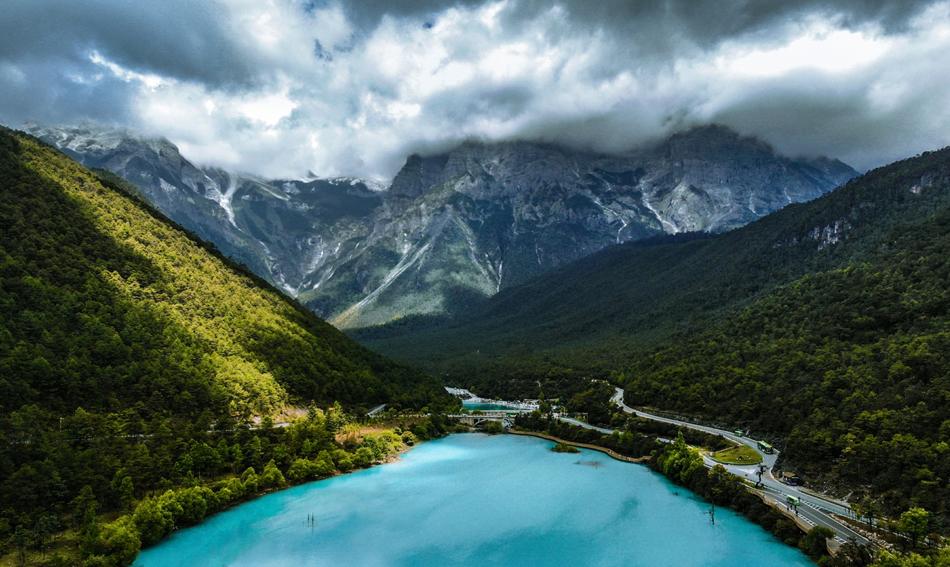 玉龙雪山(非疫情期间拍摄)