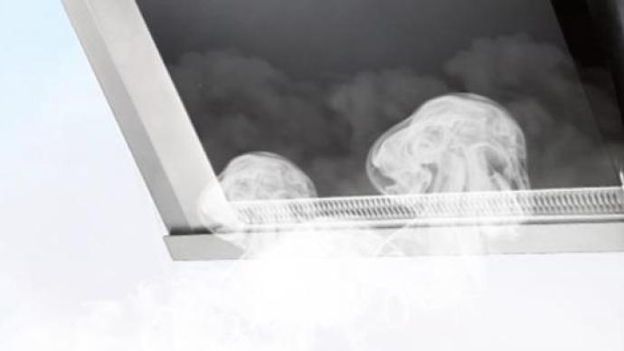 瑪尼歐抽油煙機擋板玻璃突發爆裂:原因不明,廠家同意更換