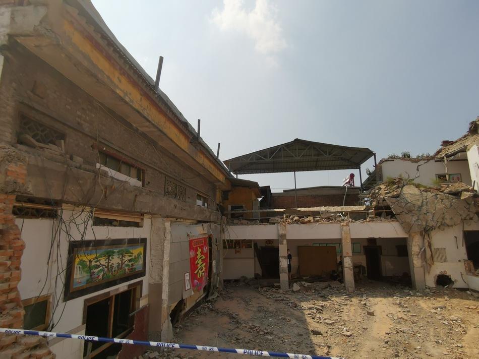 发生坍塌的聚仙饭店。本文图片 澎湃新闻记者 戴越