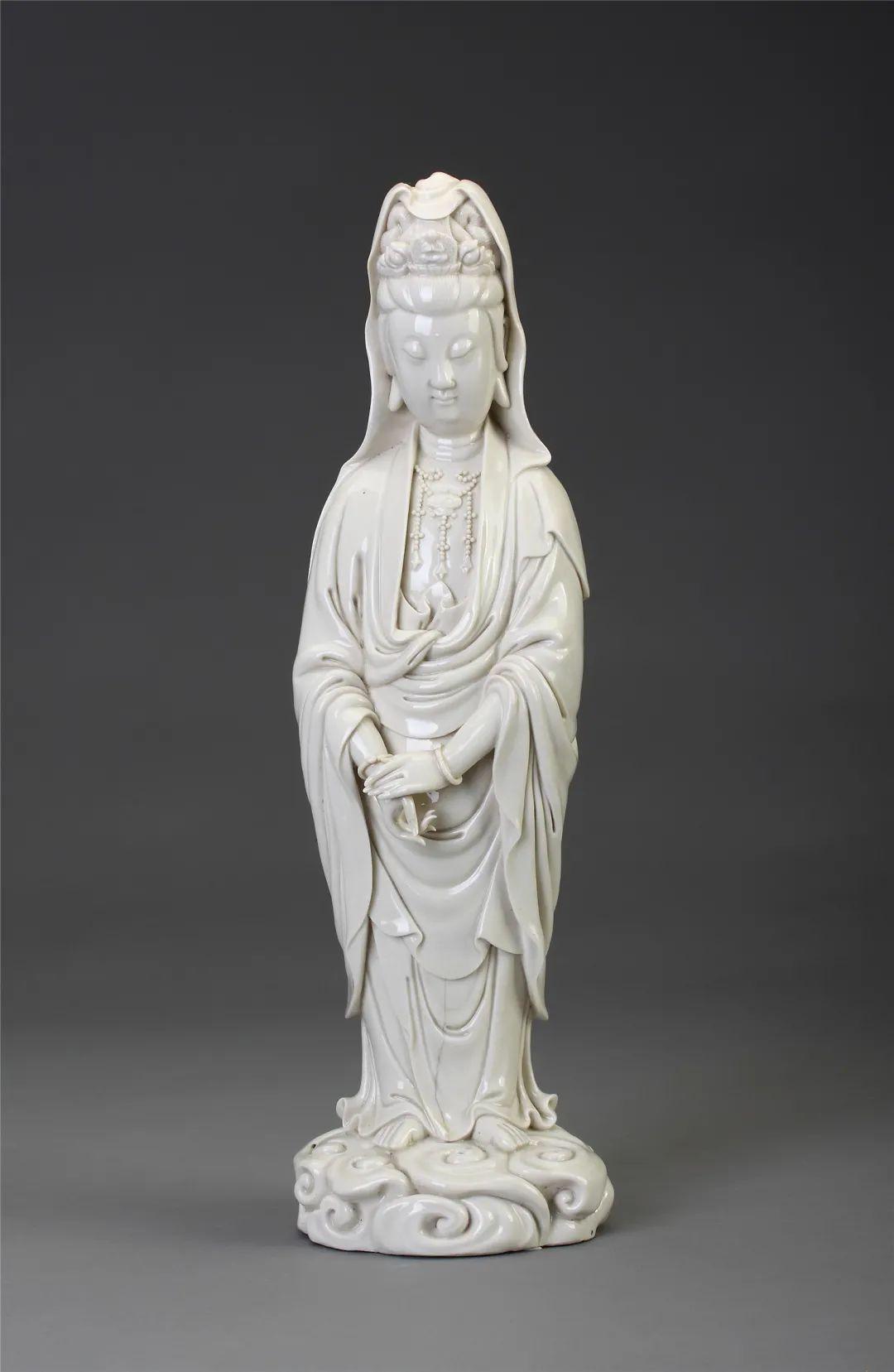 德化窑何朝宗款白釉观音立像明高50厘米,底径14.5厘米福建博物院藏