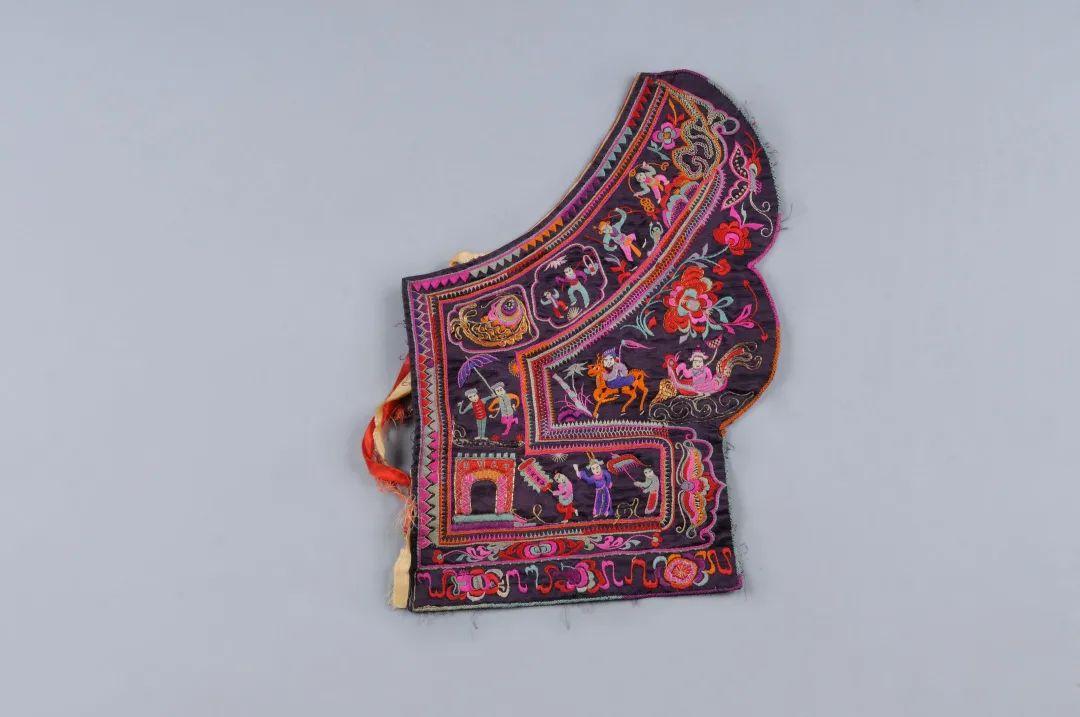 福鼎畲族花缎衣绣布清长33 厘米 通宽23.5 厘米福建博物院藏