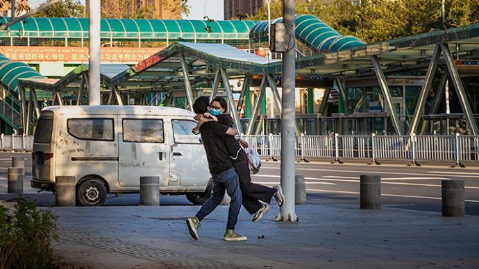 一周圖片|烏魯木齊部分區縣降至低風險,久別戀人深情相擁
