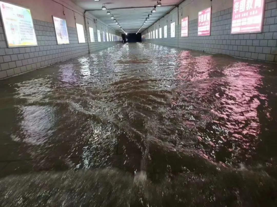 7月7日晚上,通往南昌站的地下隧道。图片由阿呆提供