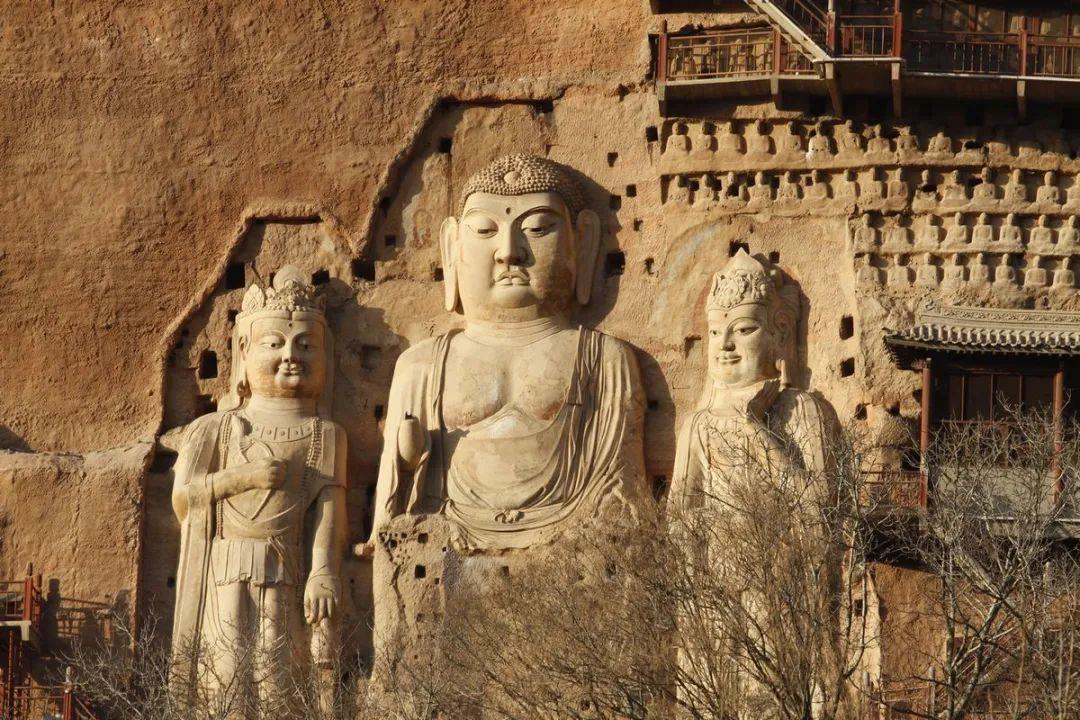 东崖大佛 始建于隋代,宋代重修第13窟