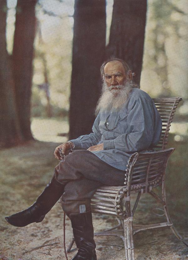 托尔斯泰(摄于1908年的彩色照片)