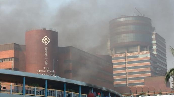涉在香港理工大學外非法集結,28人被控數宗罪后今日提訊
