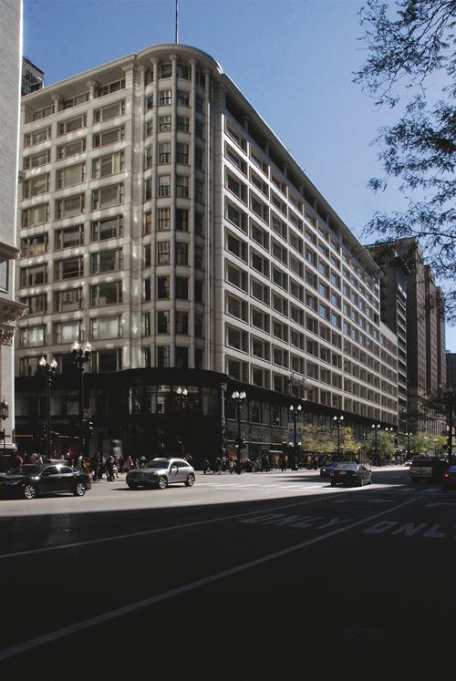 位于国家大道上,分两阶段建造于1899-1904年的沙利文中心。路易丝·沙利文为这座百货商场进行了设计,后于1906年由D.H.伯纳姆公司对其进行了扩建改造。