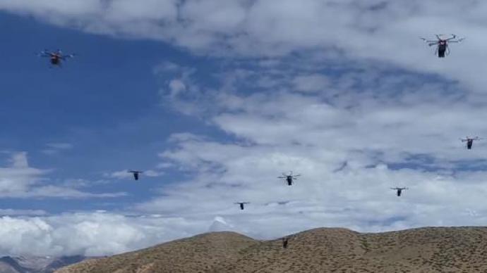 """4500米高原""""外賣""""來了!西藏軍區演練無人機送餐"""