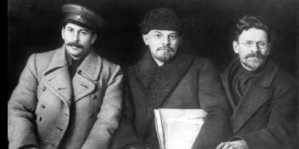 从左至右:斯大林、列宁和加里宁(1919年)