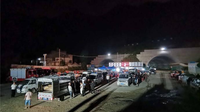 廣西百色樂業發生隧道塌方事故,9人被困